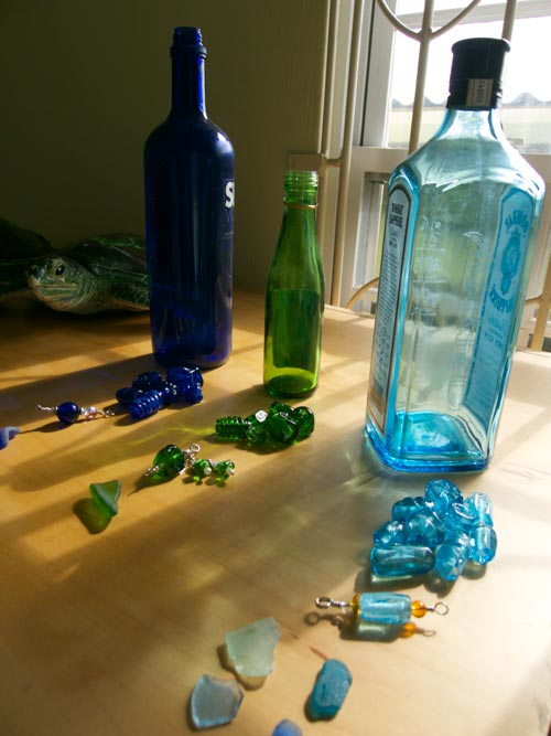 The blue and green glass of liquor bottles make great jewelry that can help support turtle conservation.